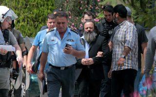 Ο Αρτέμης Σώρρας, κατά τη διάρκεια της απολογίας του χθες, αρνήθηκε τις βαρύτατες κατηγορίες που αντιμετωπίζει.