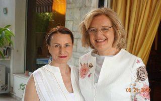 H βραβευθείσα Τατιάνα Καραπαναγιώτη και η Αυστριακή πρέσβειρα.