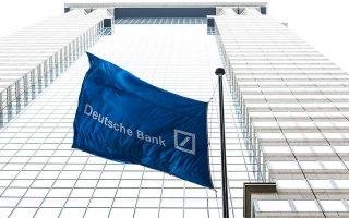 Στην έκθεσή της η Fitch εκφράζει επιφυλάξεις για τον τρόπο υλοποίησης του σχεδίου αναδιάρθρωσης της Deutsche Bank.