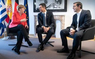Η Γερμανίδα καγκελάριος Αγκελα Μέρκελ με τους πρωθυπουργούς Ισπανίας και Ελλάδας Πέδρο Σάντσεθ και Αλέξη Τσίπρα.