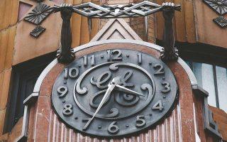 Πέρυσι, η μετοχή της General Electric είχε υποχωρήσει κατά 47% και φέτος κατά 27% (μέχρι χθες). Το αποτέλεσμα ήταν, από χθες, η εταιρεία να μην περιλαμβάνεται στον δείκτη εταιρειών υψηλής κεφαλαιοποίησης Dow Jones.