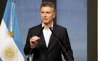 Η ύφεση θα δυσχεράνει την επίτευξη των δημοσιονομικών στόχων που συμφώνησε ο πρόεδρος της Αργεντινής Μαουρίσιο Μάκρι με το Διεθνές Νομισματικό Ταμείο στις αρχές Ιουνίου.
