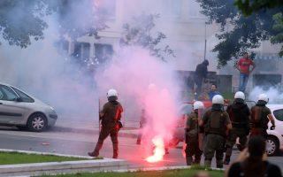 Φίλαθλοι του ΠΑΟΚ συγκρούονται με αστυνομικές δυνάμεις έξω από την ΔΕΘ, κατά την διάρκεια της εκδήλωσης που διοργανώνει ο ΣΥΡΙΖΑ Θεσσαλονίκης με θέμα τα οφέλη της συμφωνίας για το Μακεδονικό, Δευτέρα 25 Ιουνίου 2018. ΑΠΕ-ΜΠΕ/Pixel/STR