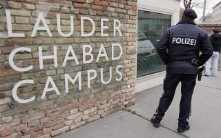 A policeman stands at the entrance of the Lauder Chabad School in Vienna November 26, 2006. Austrian police on Sunday detained a man suspected of breaking into a Jewish community school overnight and systematically smashing windows and porcelain with a crowbar, officials said. REUTERS/Herwig Prammer (AUSTRIA)