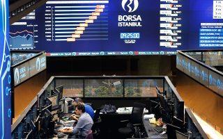 Νωρίς χθες το βράδυ, η τουρκική λίρα υποχωρούσε κατά 0,89% έναντι του δολαρίου, με την ισοτιμία να κυμαίνεται γύρω από τις 4,6983 λίρες ανά δολάριο. Το Χρηματιστήριο της Κωνσταντινούπολης έκλεισε με πτώση 1,92%.