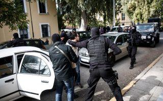 Ο Κωνσταντίνος Γιαγτζόγλου, ο οποίος είναι προφυλακισμένος, κατηγορείται για την αποστολή παγιδευμένων δεμάτων σε αξιωματούχους της Ε.Ε. και στον Λουκά Παπαδήμο. Για την υπόθεση του «επαναστατικού ταμείου» είπε ότι οι αναλήψεις χρημάτων έγιναν για να βοηθήσει ένα φίλο του, Σύρο δραπέτη φυλακών, να επιστρέψει στη χώρα του.