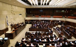 Φωτογραφία αρχείου από το εσωτερικό του κοινοβουλίου του Ισραήλ κατά τη διάρκεια συνεδρίασης.