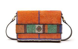 Πολύχρωμη τσάντα με κεντημένες χάντρες €280,00
