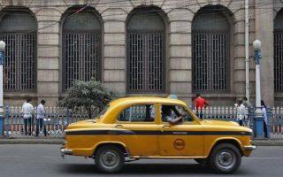 india-odigos-taxi-synelifthi-gia-ton-viasmo-giaponezas-toyristrias0