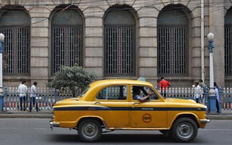 india-odigos-taxi-synelifthi-gia-ton-viasmo-giaponezas-toyristrias-2253910