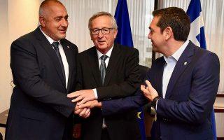 Από αριστερά, ο πρωθυπουργός της Βουλγαρίας, Μπ. Μπορίσοφ, ο πρόεδρος της Κομισιόν, Ζ. Κλ. Γιούνκερ και ο Ελληνας πρωθυπουργός, Αλ. Τσίπρας. (φωτογραφία αρχείου)