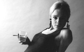 Εντι Σέντγουικ: Μούσα του Αντι Γουόρχολ. Γι' αυτήν ζήτησε από τον Λου Ριντ να γράψει το «Femme Fatale».