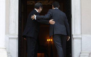 Ο πρωθυπουργός Αλέξης Τσίπρας (Δ) υποδέχεται τον Πρόεδρο της Κυπριακής Δημοκρατίας Νίκο Αναστασιάδη (Α) στην επίσημη συνάντηση που είχαν στο Μέγαρο Μαξίμου, Πέμπτη 9 Νοεμβρίου 2017.  ΑΠΕ-ΜΠΕ/ΑΠΕ-ΜΠΕ/ΑΛΕΞΑΝΔΡΟΣ ΒΛΑΧΟΣ