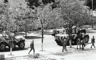 Δυνάμεις του ιορδανικού στρατού αναπτύσσονται μπροστά στο ξενοδοχείο Ιντερκοντινένταλ στο Αμμάν κατά τη διάρκεια οδομαχιών με τους Παλαιστίνιους φενταγίν.