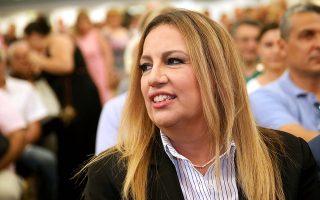 Η πρόεδρος του ΠΑΣΟΚ και Επικεφαλής του Κινήματος Αλλαγής, Φώφη Γεννηματά, παρακολουθεί λίγο πριν την ομιλία της στο ξενοδοχείο Grand Hotel Palace, στο πλαίσιο της επίσκεψής της στη Θεσσαλονίκη. Θεσσαλονίκη, τη Δευτέρα 11 Ιουνίου 2018. ΑΠΕ ΜΠΕ/PIXEL
