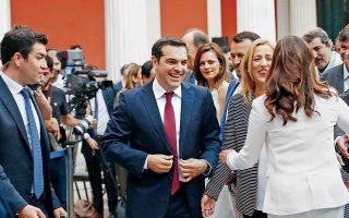 Φορώντας κόκκινη γραβάτα, την οποία έβγαλε στο τέλος της ομιλίας του, εμφανίστηκε χθες στο Ζάππειο ο πρωθυπουργός Αλέξης Τσίπρας.