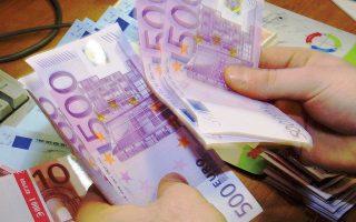Το ευρώ ενισχυόταν 0,6% σε εβδομαδιαία βάση στις αγορές της Ευρώπης την Παρασκευή, ανακόπτοντας το σερί έξι εβδομάδων συνεχούς πτώσης.