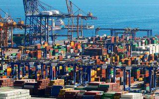 Οι αξιωματούχοι της ευρωπαϊκής αρχής που είναι αρμόδια για την πάταξη του οικονομικού εγκλήματος υποψιάζονται ότι κυκλώματα λαθρεμπόρων κάνουν τη διακίνηση από το λιμάνι του Πειραιά, που από το 2016 ανήκει στην κρατική κινεζική εταιρεία Cosco Shipping, προς τη Βουδαπέστη.
