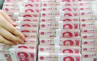 Ο γενικός δείκτης του χρηματιστηρίου της Σαγκάης έκλεισε τη Δευτέρα με απώλειες 3,78%, ενώ η κεντρική τράπεζα της Κίνας διοχέτευσε 31 δισ. δολάρια (200 δισ. γουάν) για να ενισχύσει τη ρευστότητα του χρηματοπιστωτικού συστήματος.
