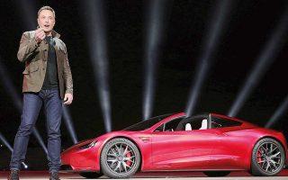 Ο Ελον Μασκ ανακοίνωσε δραστικές περικοπές του 9% των εργαζομένων στην Tesla, αποσκοπώντας να ελαττώσει το λειτουργικό κόστος της και να συνδράμει στην κερδοφορία της. Σε επικοινωνία με το προσωπικό της εταιρείας έκανε λόγο για «δύσκολη απόφαση».