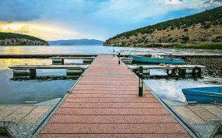 Επιστροφή στην κανονικότητα: η λίμνη των Πρεσπών μετά την τελετή.