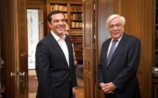 tsipras-den-tha-ti-glitoso-tha-foreso-ti-gravata-vinteo0