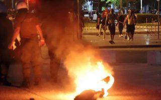 Διαδηλωτές έχουν βάλει φωτιά έξω από την ΔΕΘ, κατά την διάρκεια της εκδήλωσης που διοργανώνει ο ΣΥΡΙΖΑ Θεσσαλονίκης με θέμα τα οφέλη της συμφωνίας για το Μακεδονικό, Δευτέρα 25 Ιουνίου 2018. ΑΠΕ-ΜΠΕ/Pixel/STR