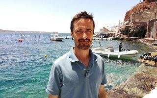 «Εχετε  τη μεγαλύτερη ηλιοφάνεια και τον περισσότερο αέρα στη Μεσόγειο. Θα μπορούσατε ακόμα και να εξάγετε ενέργεια», λέει ο Πιερ-Ιβ Κουστό.
