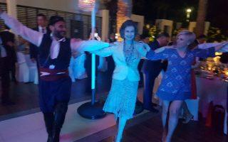 Η βασίλισσα Σοφία χόρεψε κρητικούς χορούς και ενθουσίασε τον κόσμο με την απλότητά της.
