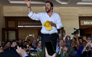 epa06782630 Italy's new vice Prime Minister and Minister of the Interior, Matteo Salvini (C), delivers a speech to support Salvo Pogliese unseen), the local candidate of the center-right coalition, during local elections, in Catania, Italy, 03 June 2018.  EPA/ORIETTA SCARDINO