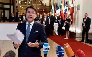 O πρωτοεμφανιζόμενος Ιταλός πρωθυπουργός Τζουζέπε Κόντε έκανε αυτό που δεν συνηθίζεται σε τέτοιες συναντήσεις. Εβαλε βέτο στα συμπεράσματα της Συνόδου για θέματα εκτός του προσφυγικού μέχρι να συμφωνηθούν όλες οι παράμετροι που ήθελε η Ιταλία για το θέμα.
