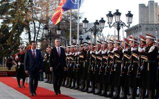 Η θερμή υποδοχή του γ.γ. του ΝΑΤΟ Γενς Στόλτενμπεργκ (δεξιά) από τον Ζόραν Ζάεφ τον περασμένο Ιανουάριο.