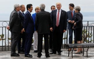 U.S. President Donald Trump gathers with (L-R) European Commission President Jean-Claude Juncker, European Council President Donald Tusk, Japanese Prime Minister Shinzo Abe, German Chancellor Angela Merkel, Italian Prime Minister Paolo Gentiloni, French President Emmanuel Macron, Canadian Prime Minister Justin Trudeau and Britain?s Prime Minister Theresa May as they attend the G7 Summit in Taormina, Sicily, Italy, May 26, 2017. REUTERS/Jonathan Ernst
