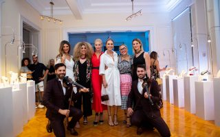Η λαμπερή παρέα από τους Ρούλα Σταματοπούλου, Μαριτζίνα Καλογνωμά, Ευαγγελία Αραβανή, Ταμτα, Αλεξάνδρα Κατσαίτη, Ρόνα Μαυρέλου