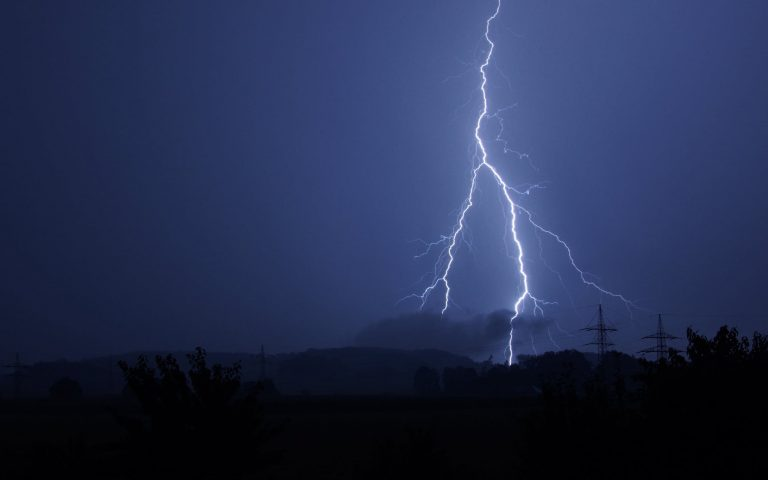 Ραγδαία αλλαγή του καιρού με βροχές και χαλάζι -Οι οδηγίες των Αρχών