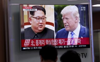 epa06759606 South Koreans watch a TV news broadcast showing US President Donald J. Trump (R) and North Korean leader Kim Jong-Un (L), at Seoul Station in Seoul, South Korea, 24 May 2018. North Korea has started to demolish its Punggye-ri facility, in the country's northeast, on 24 May, in front of some foreign journalists invited for the occasion. The event is seen as a goodwill gesture ahead of a possible USA-North Korea summit scheduled for 12 June 2018 in Singapore.  EPA/JEON HEON-KYUN