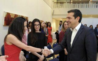 (Ξένη Δημοσίευση)  Ο πρωθυπουργός Αλέξης Τσίπρας (Δ) ανταλλάσει χειραψία με Έλληνες επιστήμονες που εργάζονται στο Λονδίνο, στο Ελληνικό Κέντρο Λονδίνου, τη Δευτέρα 25 Ιουνίου 2018, στο Λονδίνο. Ο πρωθυπουργός, επισκέπτεται το Λονδίνο, όπου θα έχει συνάντηση με την πρωθυπουργό του Ηνωμένου Βασιλείου, Theresa May.  ΑΠΕ-ΜΠΕ/ΓΡΑΦΕΙΟ ΤΥΠΟΥ ΠΡΩΘΥΠΟΥΡΓΟΥ/Andrea Bonetti