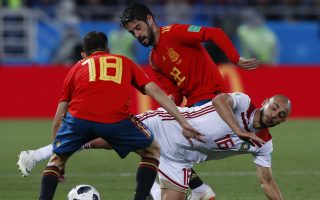 Spain's Jordi Alba, left, Morocco's Noureddine Amrabat, center, and Spain's Isco challenge for the ball during the group B match between Spain and Morocco at the 2018 soccer World Cup at the Kaliningrad Stadium in Kaliningrad, Russia, Monday, June 25, 2018. (AP Photo/Manu Fernandez)