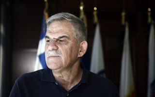 Ο αναπληρωτής υπουργός Προστασίας του Πολίτη, Νικόλαος Τόσκας, δίνει συνέντευξη στον δημοσιογράφο Νίκο Παπαδημητρίου (δεν εικονίζεται), στο Υπουργείο Εσωτερικών στην Αθήνα, Δευτέρα 25 Μαΐου 2018. ΑΠΕ-ΜΠΕ/ ΑΠΕ-ΜΠΕ/ ΑΛΕΞΑΝΔΡΟΣ ΒΛΑΧΟΣ