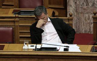 Ο υπουργός Οικονομικών Ευκλείδης Τσακαλώτος παρίσταται στη συζήτηση για τη ψήφιση του νομοσχεδίου με τα προαπαιτούμενα για το κλείσιμο της 4ης αξιολόγησης στην Ολομέλεια της Βουλής, Αθήνα, Πέμπτη 14 Ιουνίου 2018. ΑΠΕ-ΜΠΕ/ΑΠΕ-ΜΠΕ/ΣΥΜΕΛΑ ΠΑΝΤΖΑΡΤΖΗ