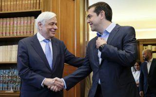 (Ξένη Δημοσίευση) Ο Πρόεδρος της Δημοκρατίας Προκόπης Παυλόπουλος (Α) υποδέχεται  τον πρωθυπουργό Αλέξη Τσίπρα (Δ) στη σημερινή τους συνάντηση στο Προεδρικό Μέγαρο, Παρασκευή 22 Ιουνίου 2018. Ο πρωθυπουργός ενημέρωσε τον Πρόεδρο για την χθεσινή απόφαση του Eurogroup.  ΑΠΕ-ΜΠΕ/ΓΡΑΦΕΙΟ ΤΥΠΟΥ ΠΡΩΘΥΠΟΥΡΓΟΥ/Andrea Bonetti