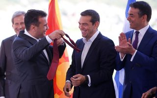 o-zaef-ekane-doro-ston-tsipra-ti-gravata-toy0