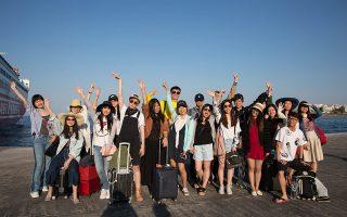 Οι 23 φοιτητές του Πανεπιστημίου Beijing Foreign Studies University επισκέφθηκαν τον αρχαιολογικό χώρο της Δήλου, περνώντας και από τη Μύκονο.