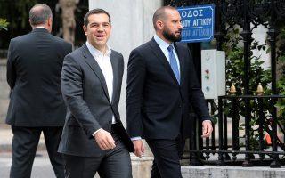 Ο πρωθυπουργός Αλέξης Τσίπρας φθάνει στο Προεδρικό Μέγαρο , συνοδευόμενος από τον υπουργό Επικρατείας και Κυβερνητικό Εκπρόσωπο Δημήτριο Τζανακόπουλο , Πέμπτη 1 Μαρτίου 2018.Ενώπιον του Προέδρου της Δημοκρατίας Προκόπη Παυλόπουλου και παρουσία του Πρωθυπουργού Αλέξη Τσίπρα, ορκίστηκαν οι έξι νέοι υπουργοί : Ιωάννης Δραγασάκης, Αντιπρόεδρος της Κυβέρνησης, ως Υπουργός Οικονομίας και Ανάπτυξης, Δημήτριος Βίτσας, ως Υπουργός Μεταναστευτικής Πολιτικής, Φώτιος-Φανούριος Κουβέλης, ως Αναπληρωτής Υπουργός Εθνικής Άμυνας, Μερόπη Τζούφη, ως Υφυπουργός Παιδείας, Έρευνας και Θρησκευμάτων, Αθανάσιος Ηλιόπουλος, ως Υφυπουργός Εργασίας, Κοινωνικής Ασφάλισης και Κοινωνικής Αλληλεγγύης. και Κωνσταντίνος Στρατής, ως Υφυπουργός Πολιτισμού και Αθλητισμού. ΑΠΕ-ΜΠΕ/ΑΠΕ-ΜΠΕ/Παντελής Σαίτας