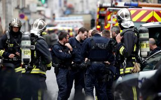 French police and firemen secure the street as a man has taken people hostage at a business in Paris, France, June 12, 2018.  REUTERS/Benoit Tessier
