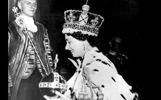 Η Ελισάβετ Β΄ τη στιγμή της αποχώρησής της από το Αββαείο του Ουέστμινστερ, την ημέρα της στέψης της, στις 2 Ιουνίου 1953.