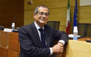 «Η κυβέρνηση δεν έχει την πρόθεση να λάβει διορθωτικά μέτρα στη διάρκεια του τρέχοντος οικονομικού έτους», δήλωσε ο υπουργός Οικονομικών της Ιταλίας, Τζιοβάνι Τρία, ενώπιον μελών της Επιτροπής Προϋπολογισμού της Γερουσίας και της Βουλής των Αντιπροσώπων.