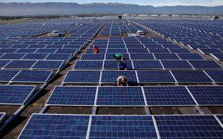 Η διαμόρφωση των τιμών σε επίπεδα 22,7% χαμηλότερα από την τιμή εκκίνησης για τα αιολικά και 20,2% για τα φωτοβολταϊκά αλλάζει τα δεδομένα στην αγορά των ανανεώσιμων πηγών ενέργειας.