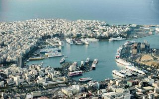 Παράγοντες στην ακτοπλοϊκή αγορά ανησυχούν για τη βιωσιμότητα πολλών γραμμών και ελληνικών ακτοπλοϊκών εταιρειών, που με επώδυνη προσπάθεια και πολλές χρεοκοπίες μόλις βγήκαν από την κρίση.