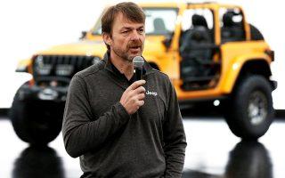 Το 2009, όταν η Fiat ανέλαβε τον έλεγχο της Chrysler, o Μάνλεϊ τέθηκε επικεφαλής της μονάδας των Jeep.